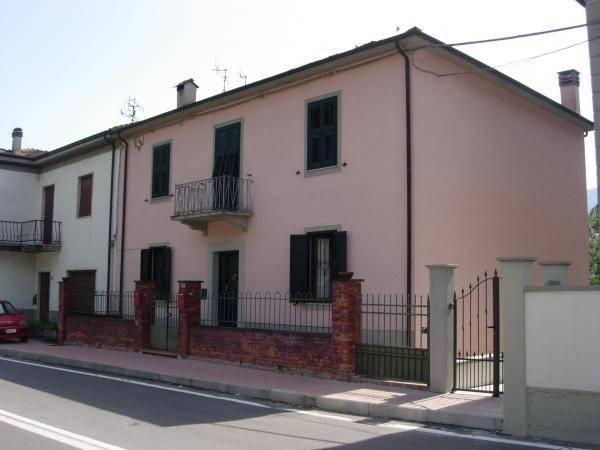 Appartamento in vendita a Pontremoli, 8 locali, prezzo € 85.000 | PortaleAgenzieImmobiliari.it