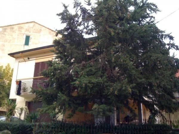 Villa in Vendita a Pontedera Semicentro: 5 locali, 260 mq