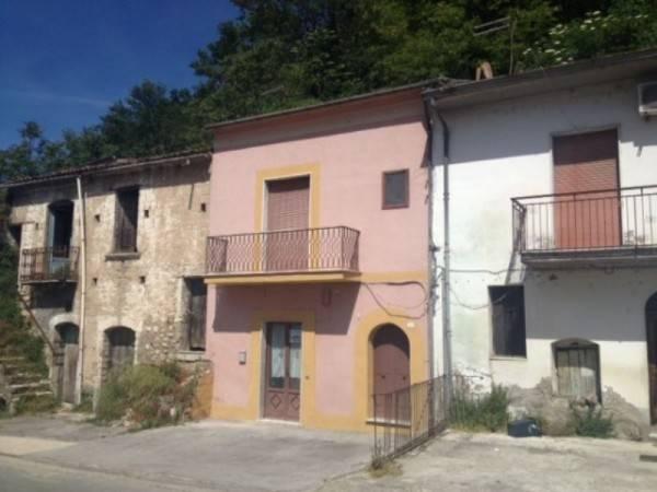 Casa indipendente trilocale in vendita a Prata di Principato Ultra (AV)