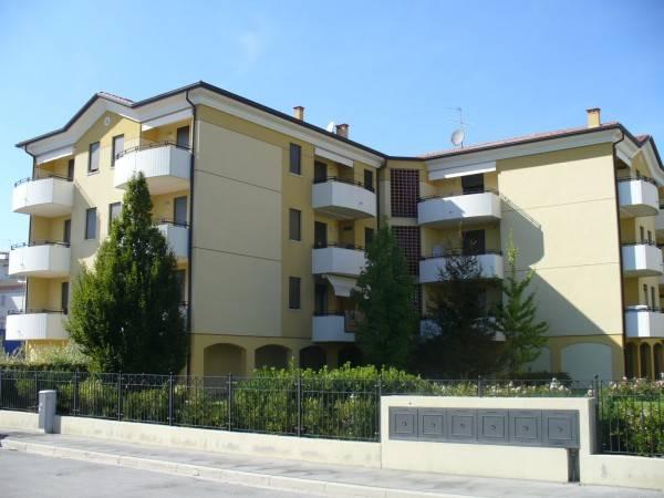 Appartamento in buone condizioni parzialmente arredato in vendita Rif. 8639646