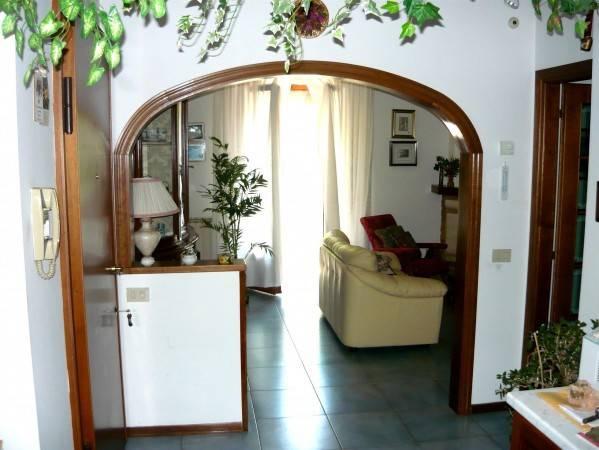Appartamento in buone condizioni in vendita Rif. 9156898