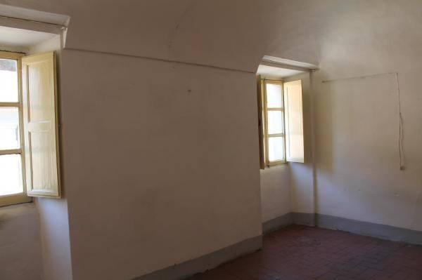 Appartamento in vendita a Pontremoli, 5 locali, prezzo € 48.000 | PortaleAgenzieImmobiliari.it