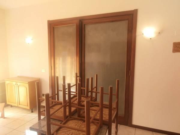 Appartamento in buone condizioni arredato in affitto Rif. 5004209