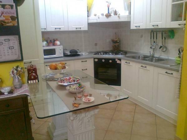 Appartamento in ottime condizioni parzialmente arredato in vendita Rif. 4322104