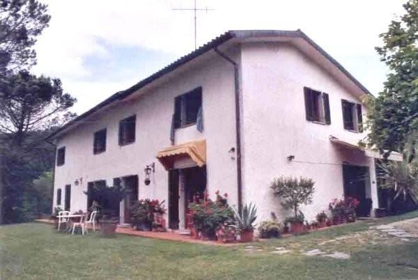 Rustico in Vendita a Monsummano Terme Periferia: 5 locali, 260 mq