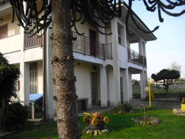 Villa in ottime condizioni parzialmente arredato in vendita Rif. 4332053