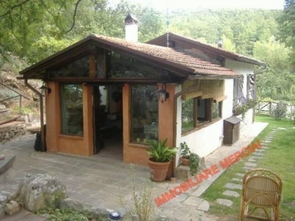 Rustico / Casale in buone condizioni in vendita Rif. 4469835