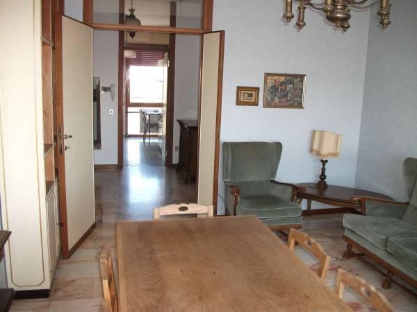 Appartamento in buone condizioni arredato in affitto Rif. 4456938