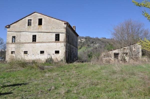Rustico / Casale da ristrutturare in vendita Rif. 4244511