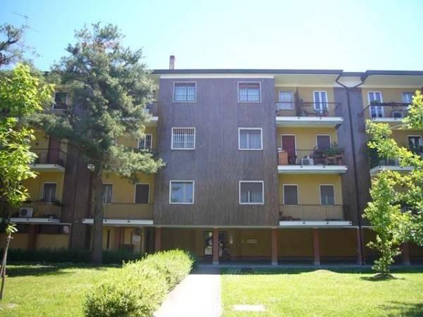 Appartamento in buone condizioni parzialmente arredato in affitto Rif. 8017759