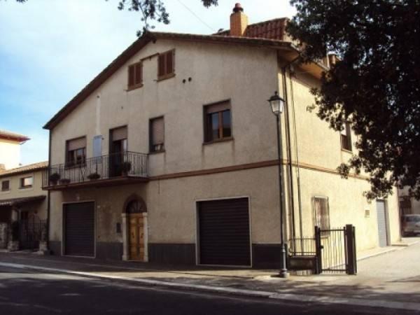 Appartamento in buone condizioni parzialmente arredato in vendita Rif. 4831894
