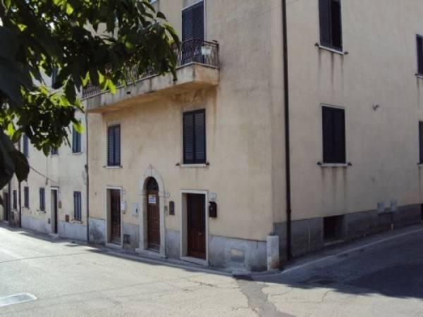 Appartamento in buone condizioni parzialmente arredato in vendita Rif. 4831889