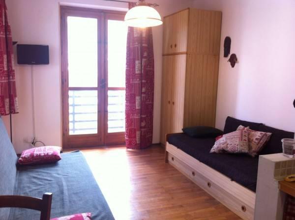 Appartamento in buone condizioni arredato in vendita Rif. 7602969