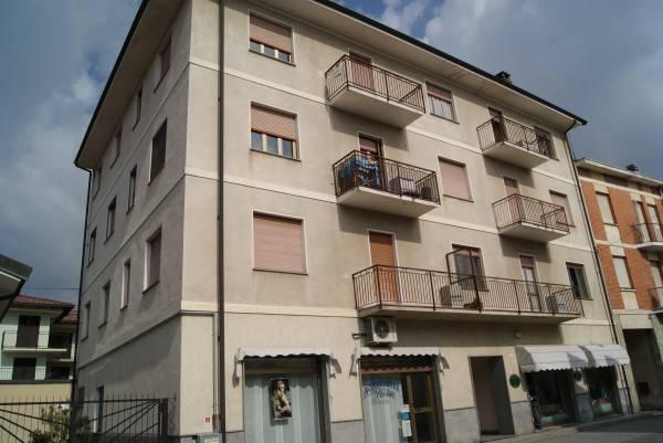 Foto 1 di Appartamento via Mombarone, Borgofranco D'ivrea