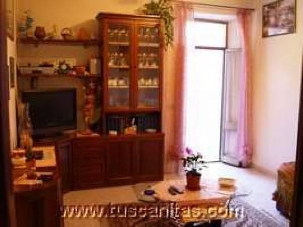 Appartamento luminoso con terrazzo in un palazzo storico di Radicofani: natura, relax, salute!