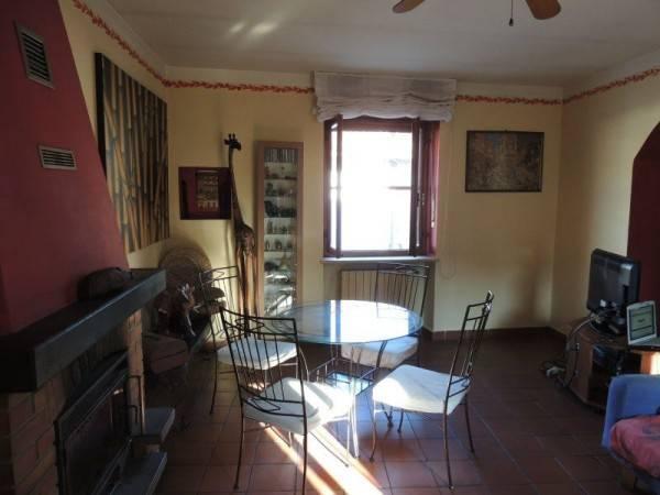 Appartamento in casa bifamigliare in centro paese
