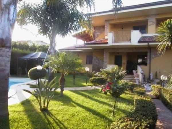 Villa in vendita a Bovalino, 9 locali, prezzo € 1.000.000 | CambioCasa.it