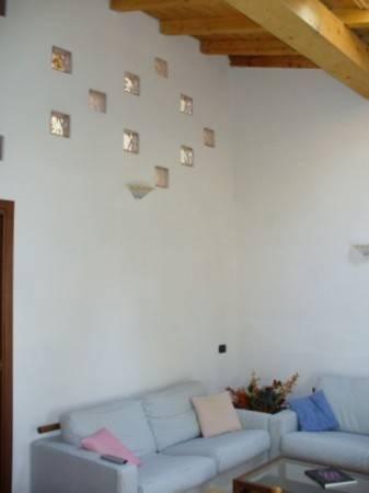 Appartamento in ottime condizioni arredato in affitto Rif. 6448196