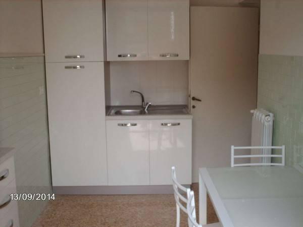 Appartamento in buone condizioni parzialmente arredato in affitto Rif. 4390717