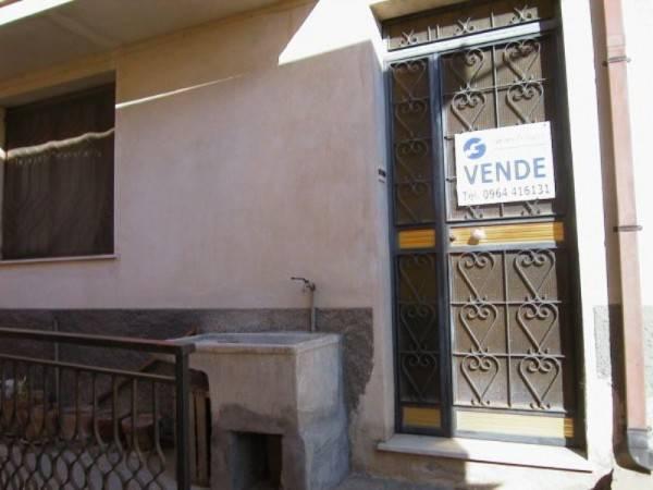 Soluzione Indipendente in vendita a Gioiosa Ionica, 3 locali, prezzo € 60.000   CambioCasa.it