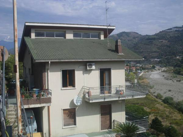 Appartamento in vendita a Camporosso, 5 locali, prezzo € 400.000 | PortaleAgenzieImmobiliari.it