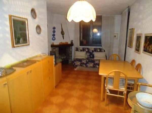 Appartamento in buone condizioni arredato in affitto Rif. 4951146