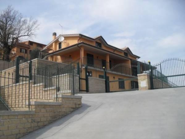 Villa in vendita a Morlupo, 6 locali, prezzo € 239.000   CambioCasa.it
