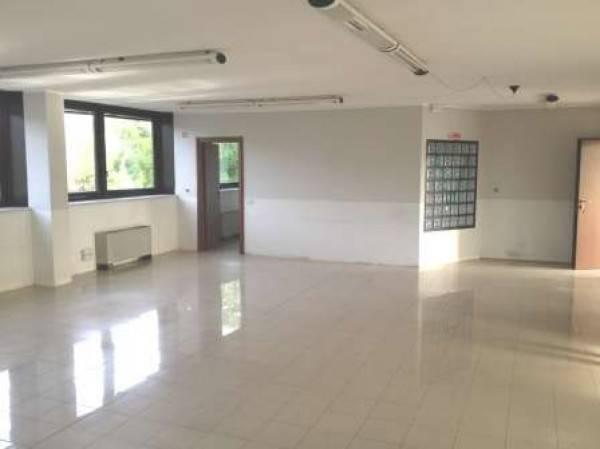 Ufficio / Studio in affitto a Cusago, 3 locali, prezzo € 1.100   PortaleAgenzieImmobiliari.it