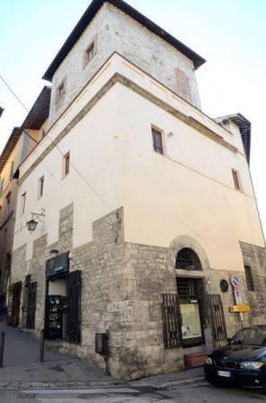 Locale commerciale al centro storico di Spoleto in vendita