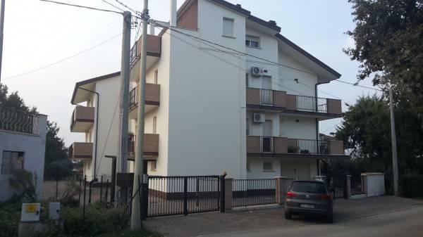 Bucchianico Contrada Cese , disponiamo di 2 ampi appartamenti situati al 1° e al ° piano in palazz