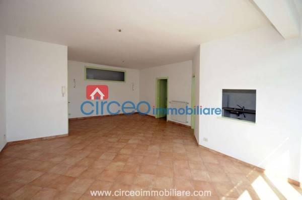 Appartamento in ottime condizioni parzialmente arredato in vendita Rif. 4519146