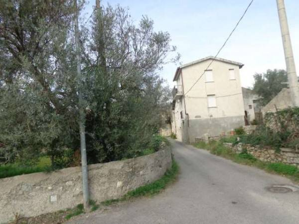 Soluzione Indipendente in vendita a Gioiosa Ionica, 4 locali, Trattative riservate   CambioCasa.it