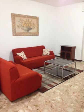 Appartamento in buone condizioni arredato in affitto Rif. 4401212