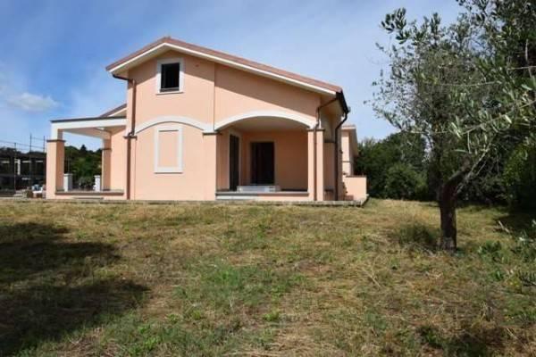 Villa in vendita a Bracciano, 6 locali, prezzo € 390.000 | CambioCasa.it