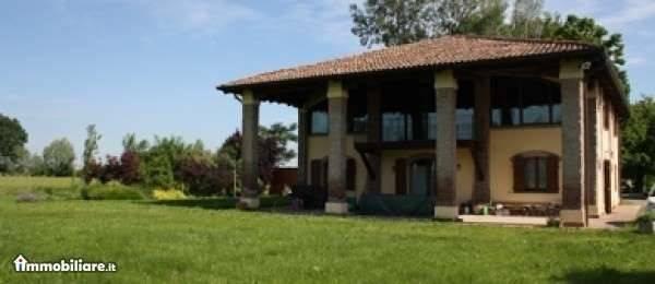 Villa in vendita a Castel Maggiore, 7 locali, Trattative riservate | CambioCasa.it