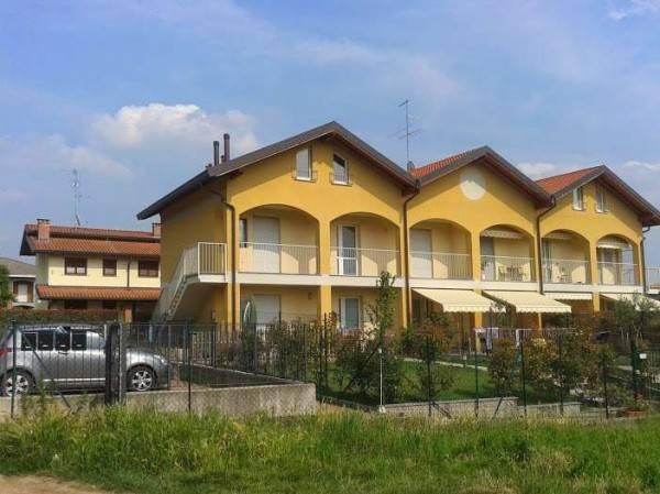 Appartamento in buone condizioni in vendita Rif. 8645363