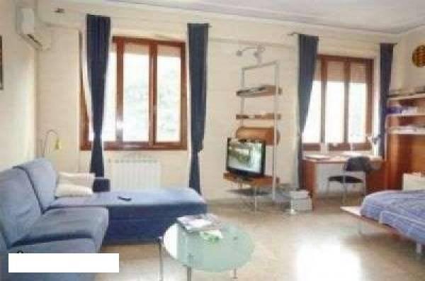 Appartamento in buone condizioni in vendita Rif. 4221195