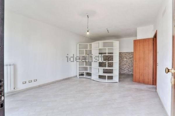 Appartamento in ottime condizioni parzialmente arredato in vendita Rif. 7336985