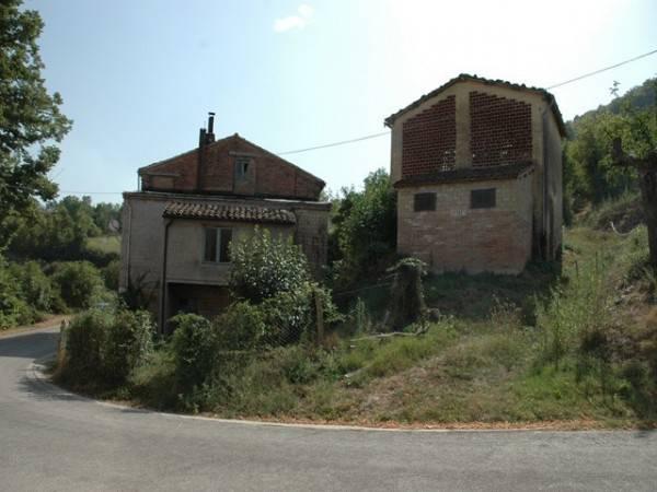 Rustico / Casale da ristrutturare in vendita Rif. 4228055