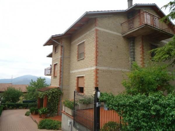Casa indipendente in Vendita a Magione: 5 locali, 370 mq