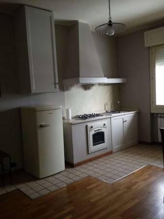 Appartamento in buone condizioni arredato in affitto Rif. 8802055