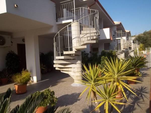 Appartamento in buone condizioni arredato in affitto Rif. 4390125