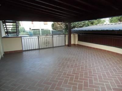 CASTIGLIONE OLONA appartamento con grande terrazzo coperto di mq 30, termoautonomo in zona tranquil