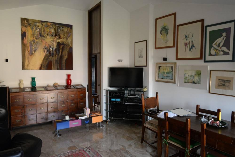 Appartamento in buone condizioni in vendita Rif. 7401445