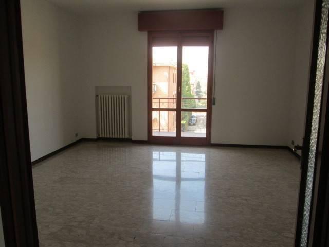 Appartamento in Affitto a Carpi Semicentro: 4 locali, 100 mq