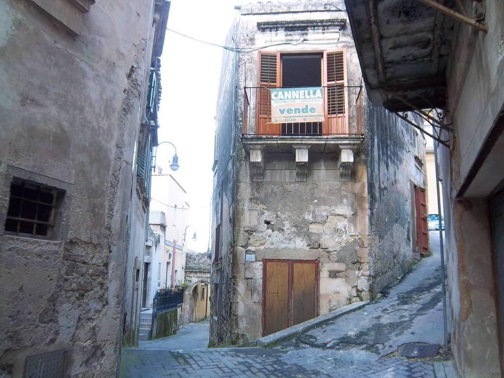 Casa indipendente in Vendita a Modica Centro: 3 locali, 75 mq