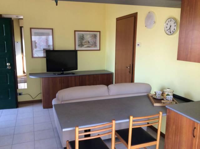 Appartamento in ottime condizioni arredato in affitto Rif. 4401231