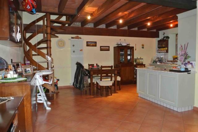 Appartamento in ottime condizioni in vendita Rif. 6879317