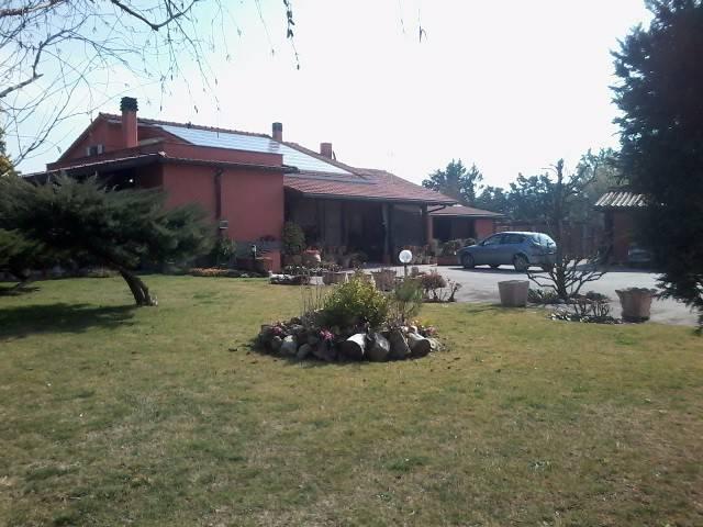 Villa in Vendita a Magione Centro: 5 locali, 229 mq