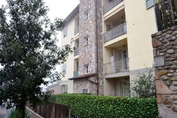 Appartamento in buone condizioni arredato in vendita Rif. 4491085